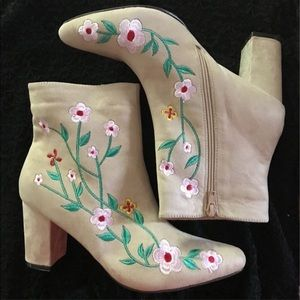 Chase & Chloe Floral Embroidered Suede Boots 10